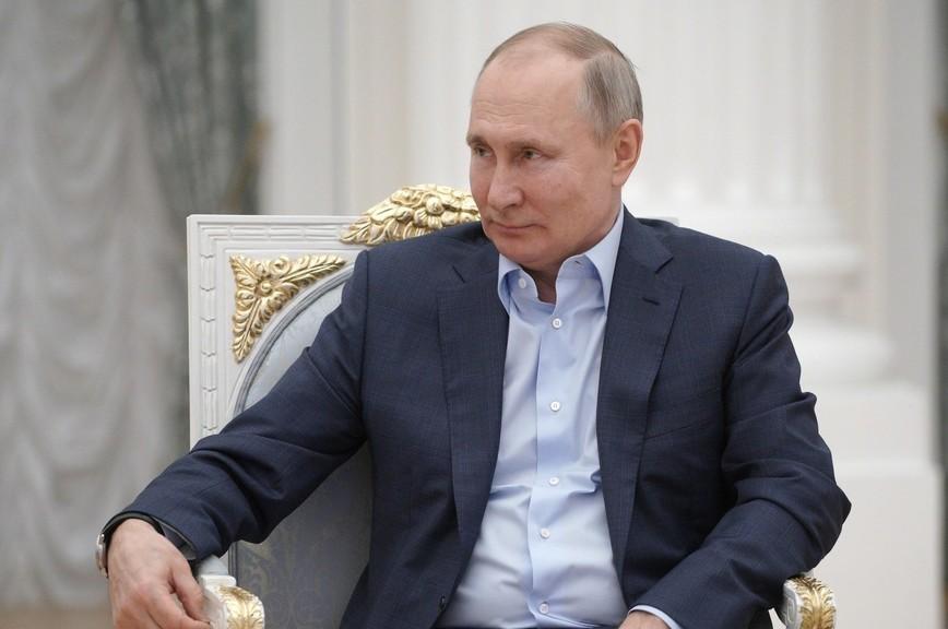 Путин пошутил про еще один дворец под Петербургом