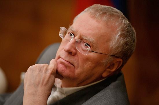 Жириновский призывает возродить в России балы