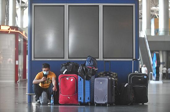 ВОЗ не рекомендует пока вводить COVID-паспорта для путешественников