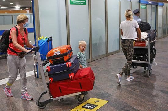 Законным представителям хотят дать право запрета на выезд несовершеннолетних из России