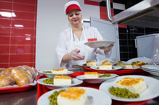 В России хотят привлечь частные инвестиции в модернизацию пищеблоков в школах