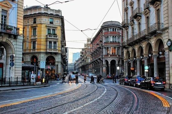 В регионе Италии потребовали немедленно ввести режим красной зоны