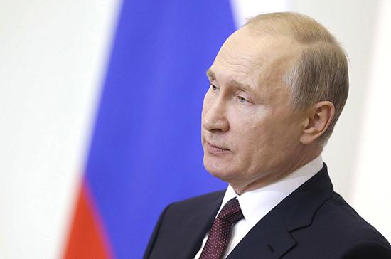 Путин поздравил Баха с переизбранием на пост главы МОК