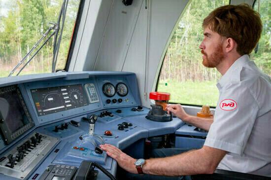 Лётчики и машинисты станут первыми участниками пилотного проекта по профилактике профзаболеваний