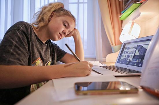 Опрос: в Италии большинство школьников указали на сложность дистанционного обучения