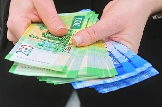 Реальные зарплаты россиян за месяц снизились на 29%