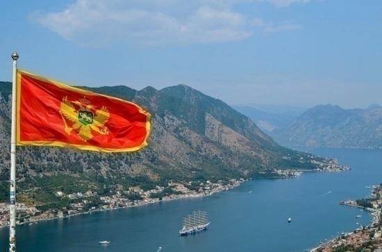 Черногория разрешила въезд в страну вакцинированным россиянам