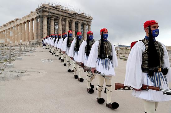 В Афинах прошёл военный парад в честь 200-летия греческой революции