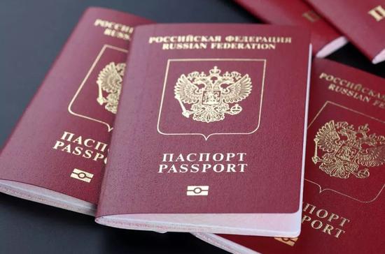 Чиновникам хотят запретить двойное гражданство