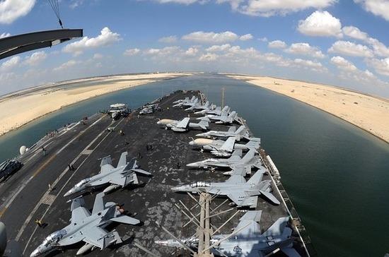Еще два буксира направили для разблокировки Суэцкого канала