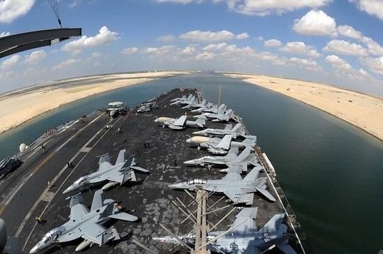 Россия готова помочь Египту с заблокировавшим Суэцкий канал судном