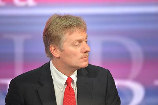 Песков заявил о сохранении угрозы третьей волны COVID-19 в России