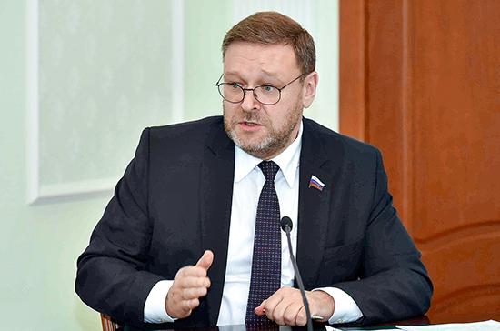 Представителям ДНР и ЛНР не нужно реагировать на шантаж Кравчука, уверен Косачев