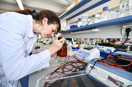 Минобрнауки дополнительно выделит молодым учёным более 2,5 млрд рублей в 2021 году