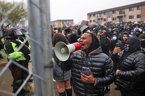 В Миннесоте проходят протесты после убийства афроамериканца Райта