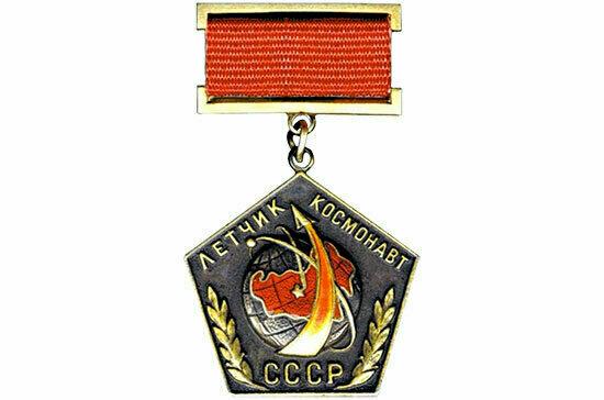Сколько человек получили звание «Лётчик-космонавт СССР»