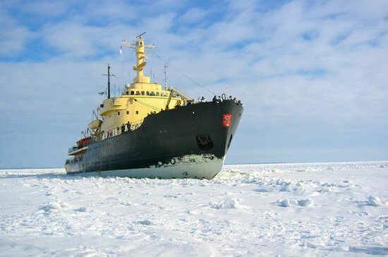 Торговые суда проведут через льды по долгосрочным договорам