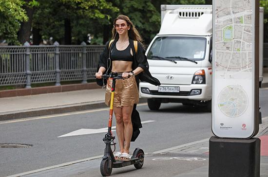 Велосипеды с мотором и электросамокаты предложили приравнять в ПДД к мопедам