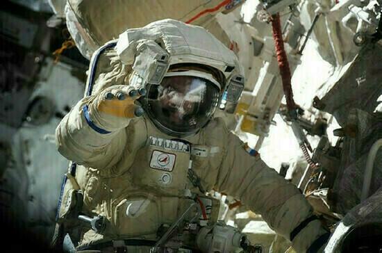 Российским космонавтам поднимут зарплату
