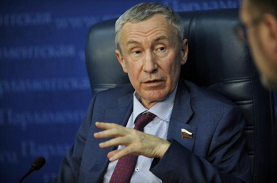 Климов: Байден противоречивыми действиями в отношении России пытается набрать очки
