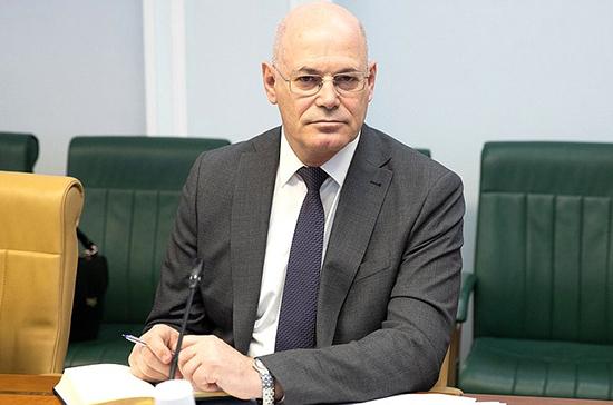 Сенатор Круглый: решения по ковид-паспортам должны носить деполитизированный характер