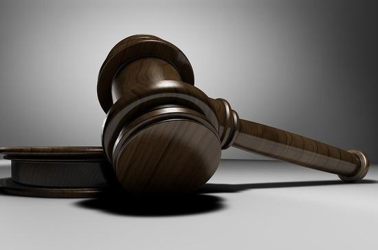 Суд в США признал экс-полицейского виновным в убийстве афроамериканца Флойда