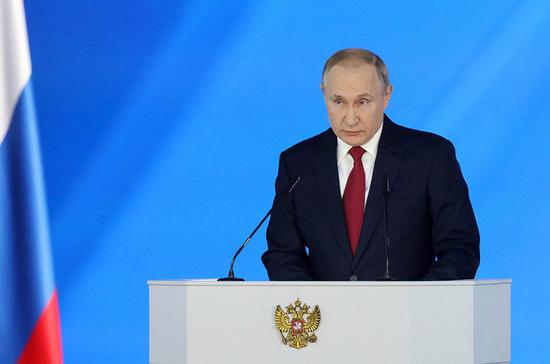 В ближайшие три года в сёла поступят 5 тысяч новых «скорых», заявил Путин