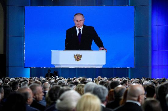 Путин выразил благодарность парламентариям за вклад в борьбе с коронавирусом