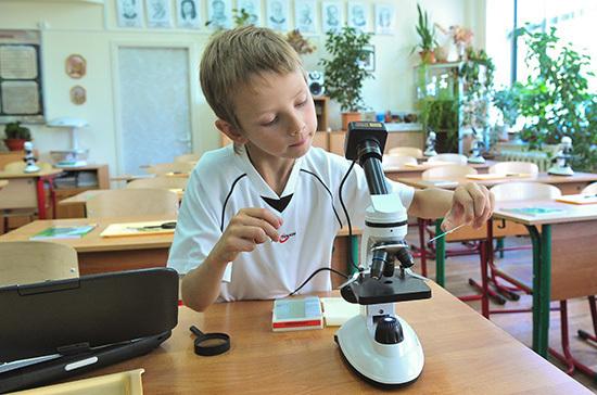 Минтруд: на выплаты школьникам выделят около 170 млрд рублей