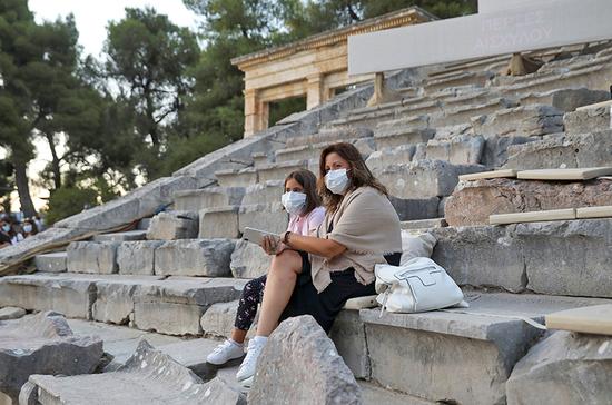 Греция ждёт россиян в масках