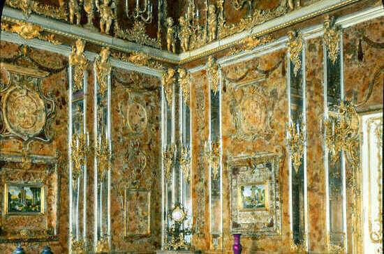Остатки янтарной комнаты нашли у немецкого нотариуса