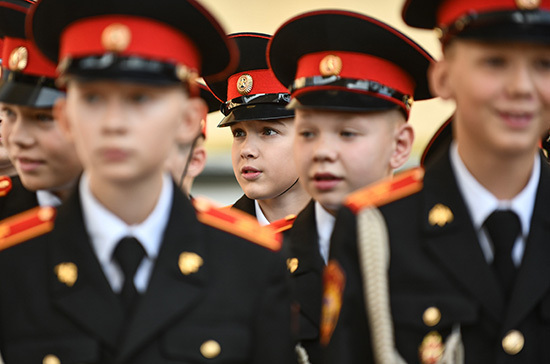 Суворовцам и кадетам предлагают  установить стипендии
