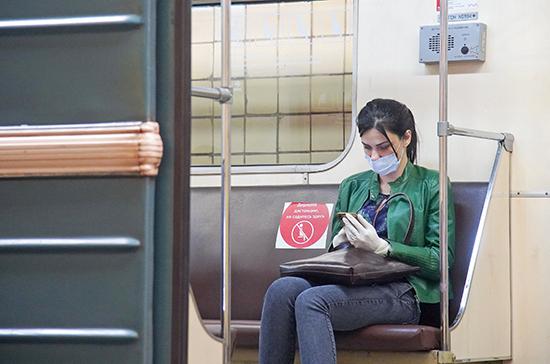 В транспорте Москвы в апреле выявили на 12% больше нарушений масочно-перчаточного режима