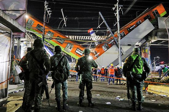 В Мехико при обрушении метромоста погибли 23 человека