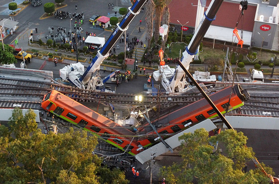 Власти Мехико сообщили о 25 погибших при обрушении метромоста