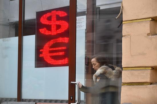 В мае Минфин выкупит с рынка валюты на 123,7 миллиарда рублей