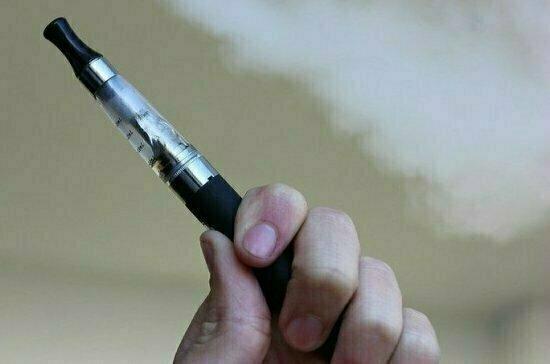 Врач объяснил опасность электронных сигарет