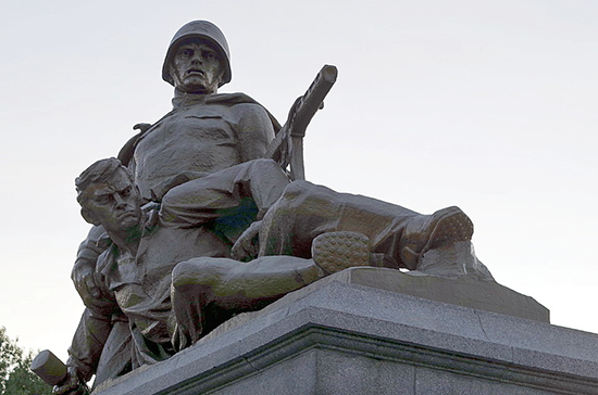 Россия и ряд стран ОБСЕ призвали хранить памятники погибшим во Второй мировой войне