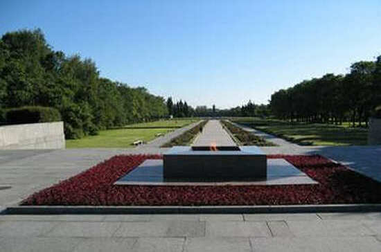Где находится самое большое военное кладбище