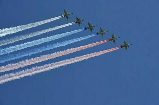 Парад Победы на Красной площади завершился пролетом авиации