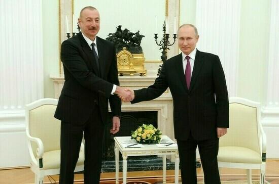 Президенты России и Азербайджана обменялись поздравлениями с годовщиной Победы