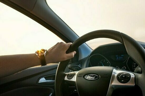 Врач рассказал об опасности долгих поездок в машине