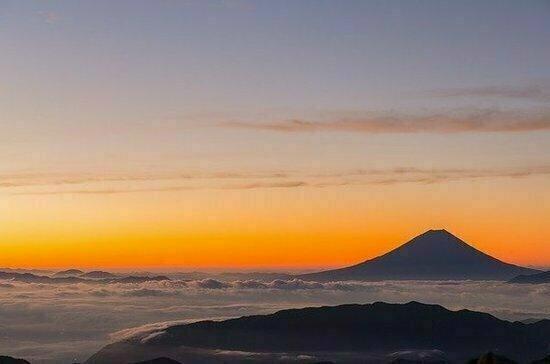 Вулкан Эбеко на Курилах вновь выбросил столб пепла
