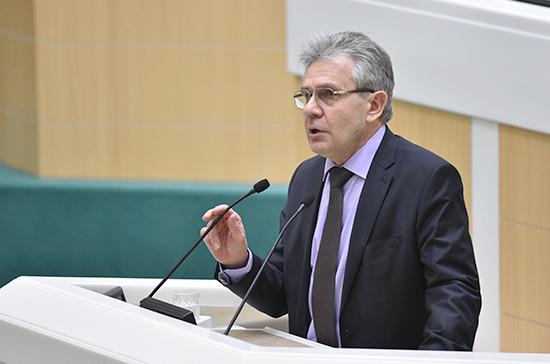 Глава РАН: создание новых учебно-научных центров поможет решить проблему кадров