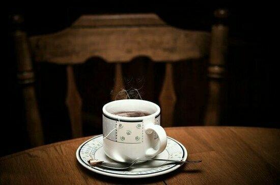 Гастроэнтеролог рассказала, какие продукты нельзя запивать горячим чаем