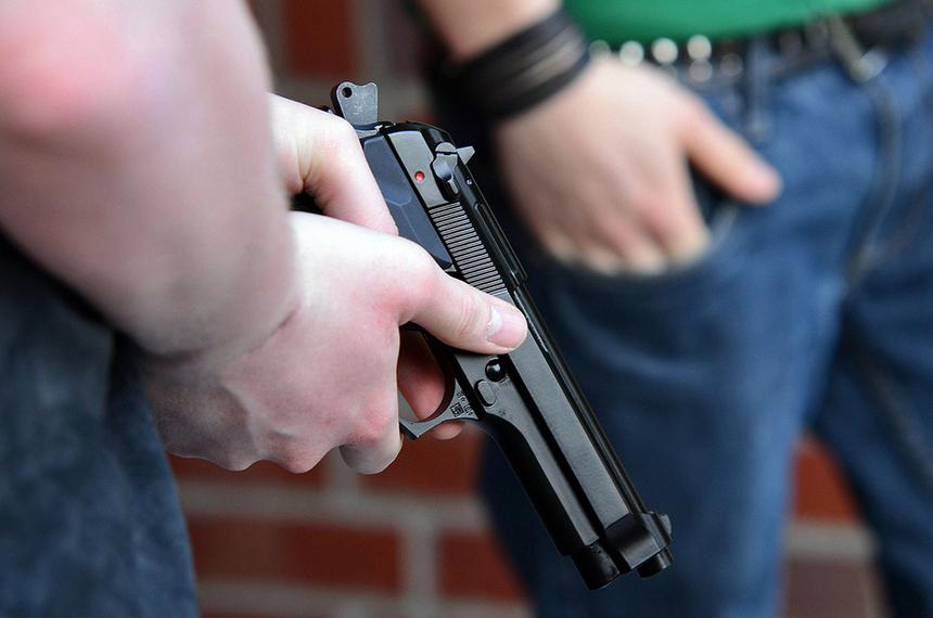 Рецидивистам и пьяницам оружие доверять не хотят