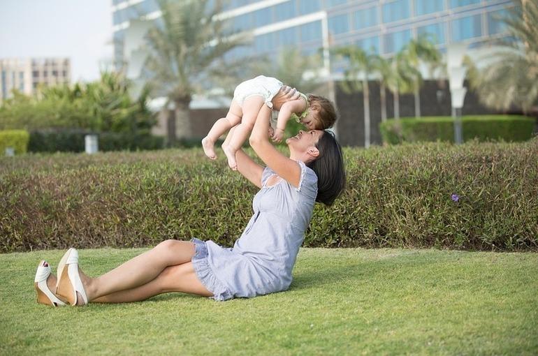 Беременным и детям помогут деньгами