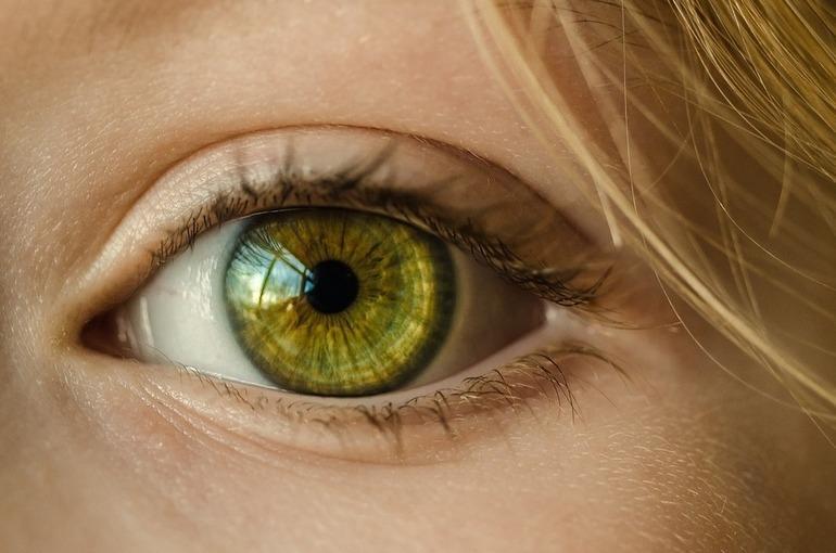 Учёные заявили о способности коронавируса заражать через глаза