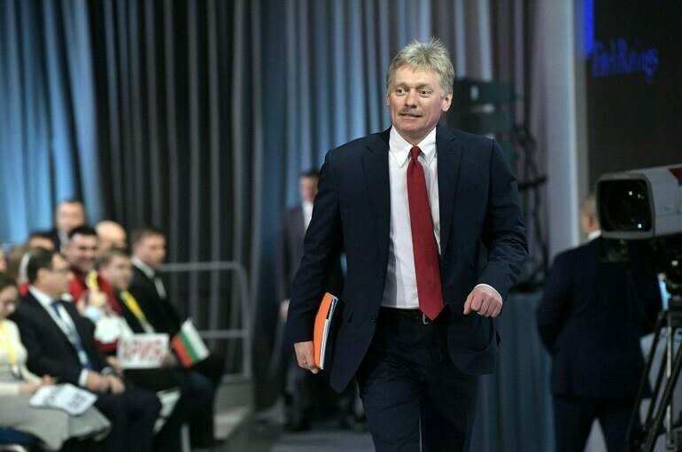 В Кремле прокомментировали идею обязательной вакцинации от COVID-19