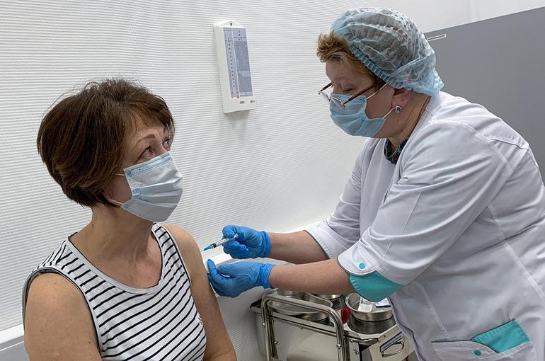Вакцина «Спутник Лайт» может поступить в гражданский оборот через три недели